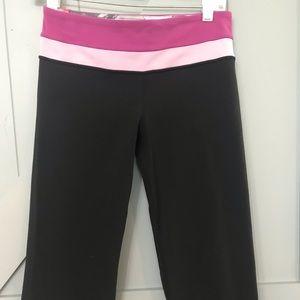 Lululemon groove Capri pants size 6